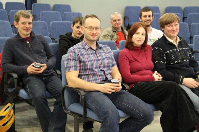 Фото к Красноярские любители астрономии на вечер превратили крышу ИЦАЭ в обсерваторию